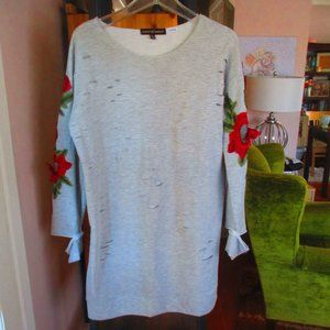DISTRESSED Sweatshirt Cozy Embroidered Roses